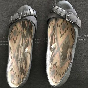 Casual flat shoes